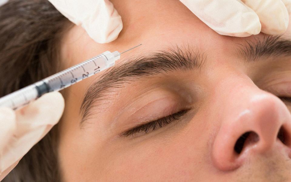 Foto de um procedimento para tratamento de enxaqueca